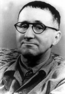 POEMIA - Perguntas de um trabalhador que lê - Poesia de Bertold Brecht de 1935. Dramaturgo alemão (1898-1956), socialista que lutou contra o nazismo.